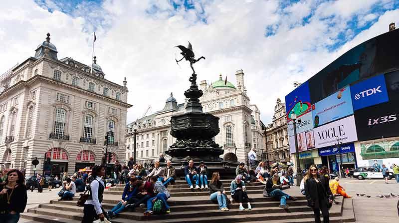 london landmarks picadilly circus
